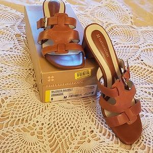 Naturalizer brown leather heel